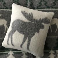 Kerstkussen met eland, 100% wol, grijs/wolwit